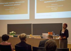 Katriina Järvi presenting at the service productisation seminar.